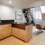 cucina e mobili grezzi in un attico a Parigi