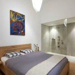 Camera da letto con angolo doccia, appartamento a Budapest