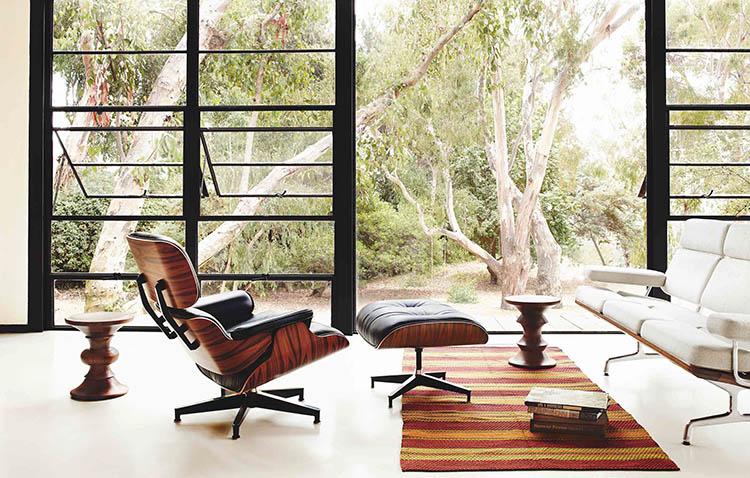 Eames Lounge Chair con poggiapiedi frontale