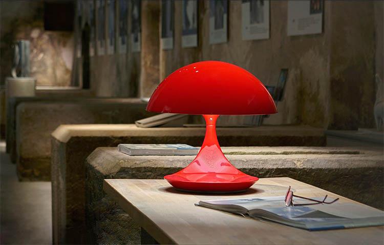 design e illuminazione si fondono nella lampada Cobra di Martinelli