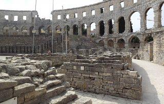 resti delle murature dell'Arena di Pola