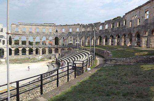 Arena di Pola, gradinate e parte retrostante