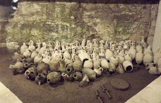 Numerose anfore conservate nei sotterranei dell'Arena di Pola