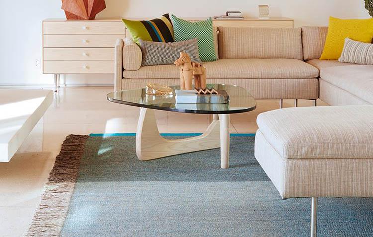 Noguchi coffee table - struttura in legno chiaro e piano in vetro