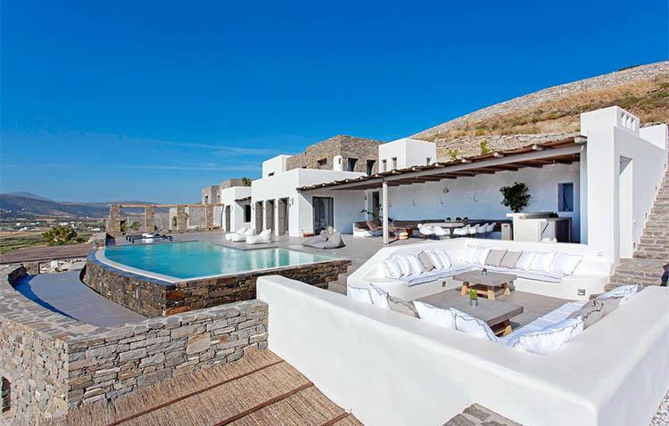 Villa Aela, portico e piscina