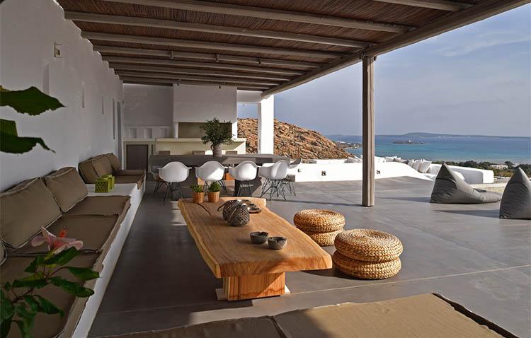 Villa Aela, zona living sotto il portico esterno