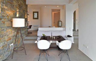 Villa Aela, zona relax con muratura in pietra