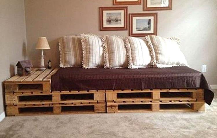 letti in pallet - divano letto singolo con tavolo